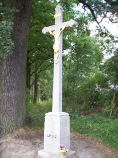 Oprava křížů na hrázi rybníka